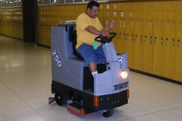 TomCat Ride-on scrubber drier with EDGE scrub technology