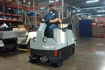 Veegmachine-veegzuigmachine-zitveegmachine-tomcat-vr